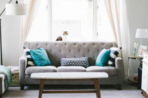 Moderni kavč po dostopni ceni